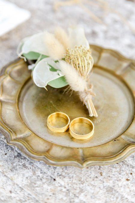 rings wedding styled shooting sardinia clementin photo